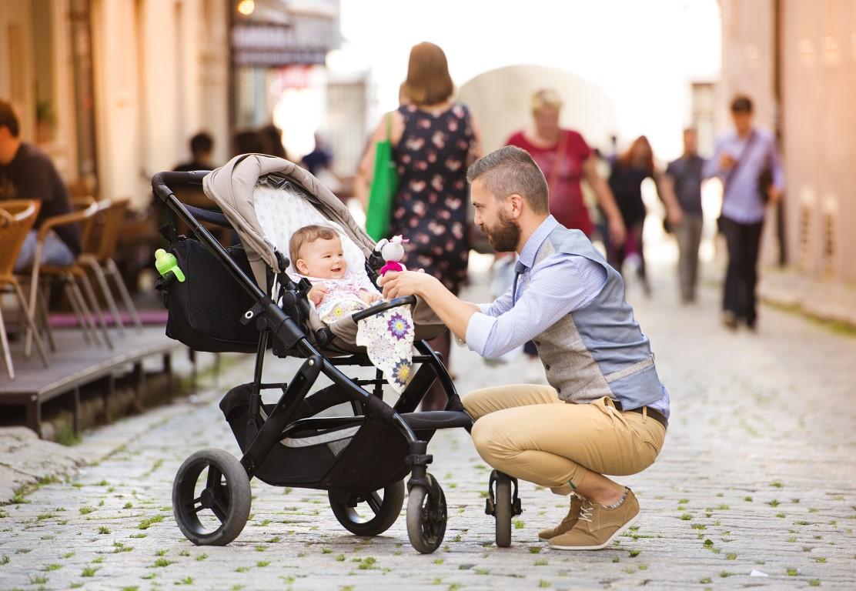 Az első időszakban az újszülött baba számára vásárolt babakocsi mindenképp  legyen 180 fokban dönthető 690d76cc4c